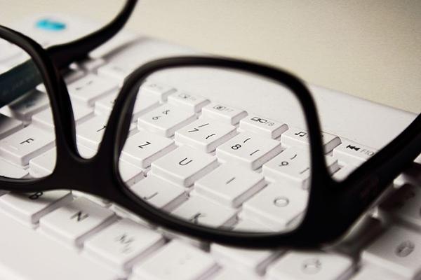 Brille-beiseite-legen-Artikel-Philippe-Hannetelle-Sehkraft-Verbesserung